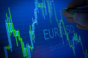 EUR / USD ล่าสุด: เศรษฐกิจยูโรโซนชะลอตัวเนื่องจากเงินเฟ้ออ่อนตัวลง